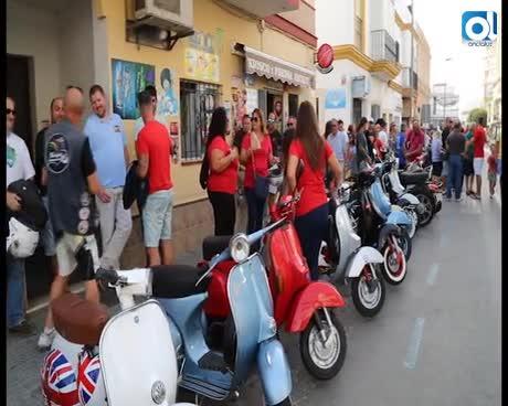 170 vespas y motos clásicas recorren Rota en la IV Vesparoth
