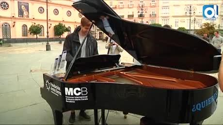 Pianos de cola inundan de música las calles del centro de Cádiz