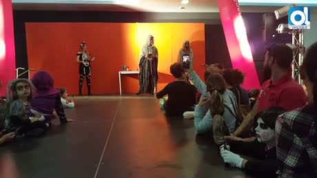 Decenas de niños en el concurso de disfraces del CC Puerta Europa