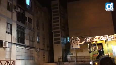 Ocho personas intoxicadas en un aparatoso incendio en San Ginés