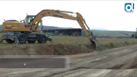 El plan Invierte asfalta el tramo El Charcón-Vega de los Molinos
