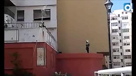 Arde una vivienda vacía en el Edificio Escalinata, en Algeciras