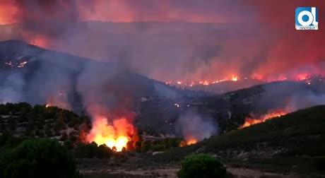 El incendio forestal de Riotinto obliga a desalojar a 400 personas