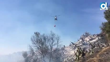 El incendio de los Asperones afecta a 50 hectáreas de pasto y matorral