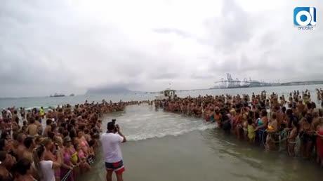 Miles de personas en la romería marítima Virgen de la Palma