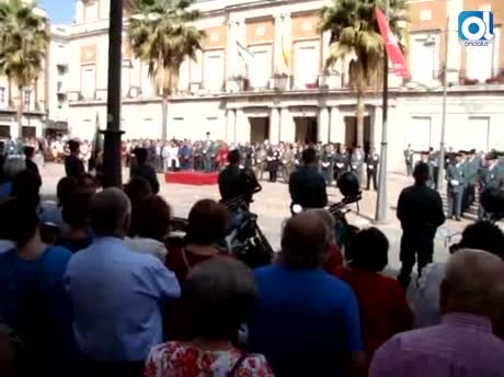 Cientos de onubenses arropan en Huelva a la Guardia Civil