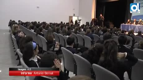 200 escolares reciben de la Policía Nacional su carnet de ciberexperto
