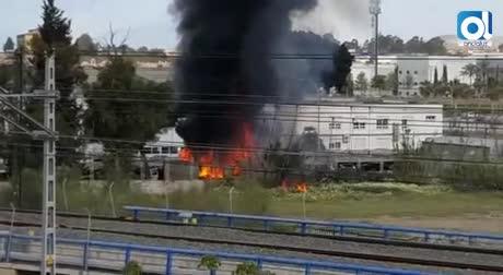 Fuga de materias peligrosas al arder un taller de Renfe en Málaga
