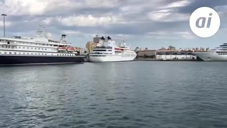 Más de 8.000 turistas visitan Cádiz a bordo de cinco cruceros