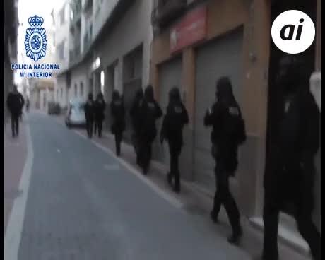 Detenidos 5 yihadistas que instruían para atentar con decapitaciones