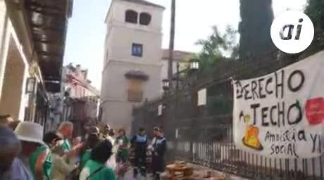 La presión de PAH Málaga paraliza el desahucio de Karima y su hija