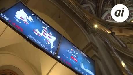 El IBEX 35 cae un 2,49 % por la tensión política en España y en Italia