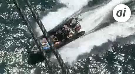 Arrojan numerosos fardos durante una persecución por mar en Algeciras