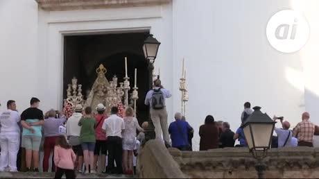 Un Corpus de contrastes embellece el domingo de Cádiz