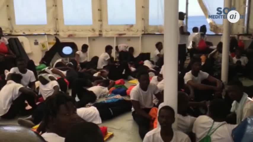 Los inmigrantes del Aquarius llegarán a España en tres barcos