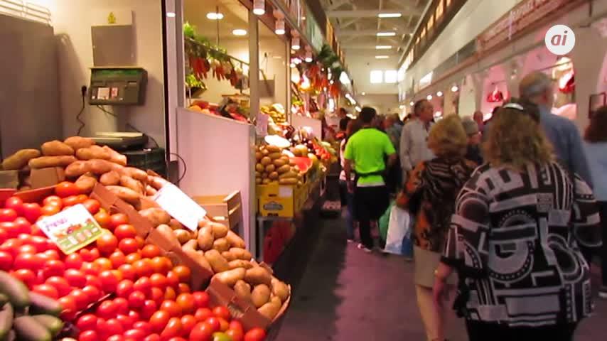 Gran afluencia de público en la reapertura del mercado de Sanlúcar