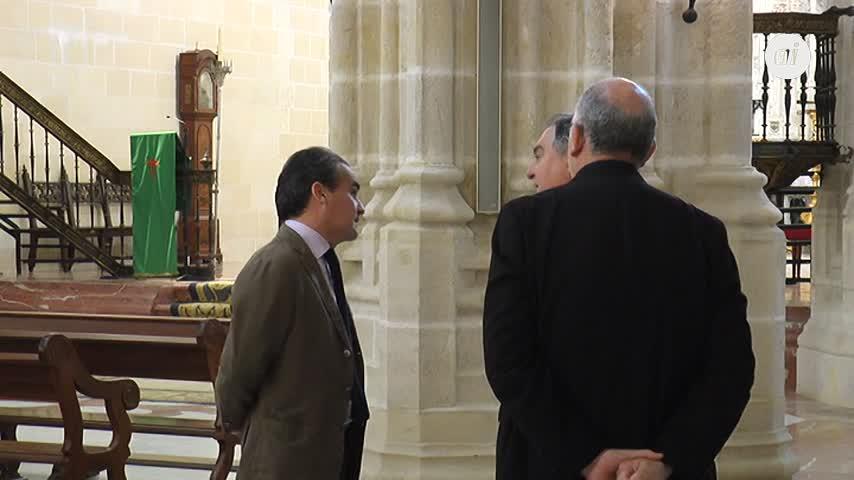 El Obispado reconoce la ayuda de La Caixa y Cajasol a Santiago
