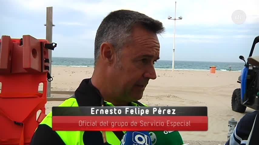 La Policía de Cádiz vela por la seguridad acuática de los bañistas