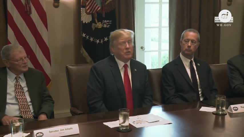 Trump ordena reunificar a las familias inmigrantes separadas
