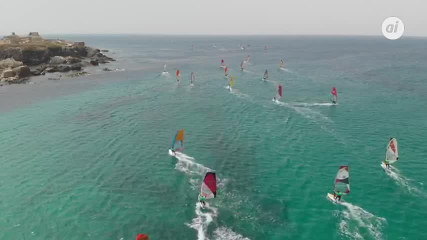 Guyader revalida título en la Travesía Popular de Windsurf de Tarifa