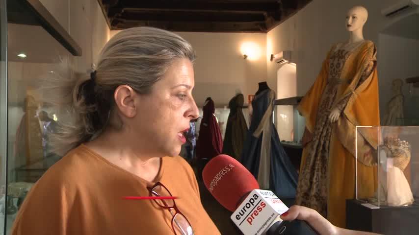 Cáceres expone trajes de series y películas