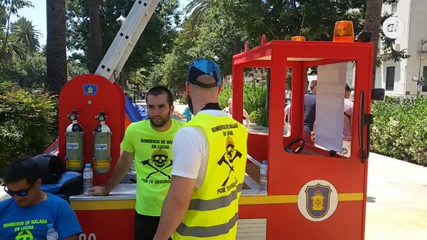 """Los bomberos de Málaga se """"plantan"""" a las puertas del Ayuntamiento"""