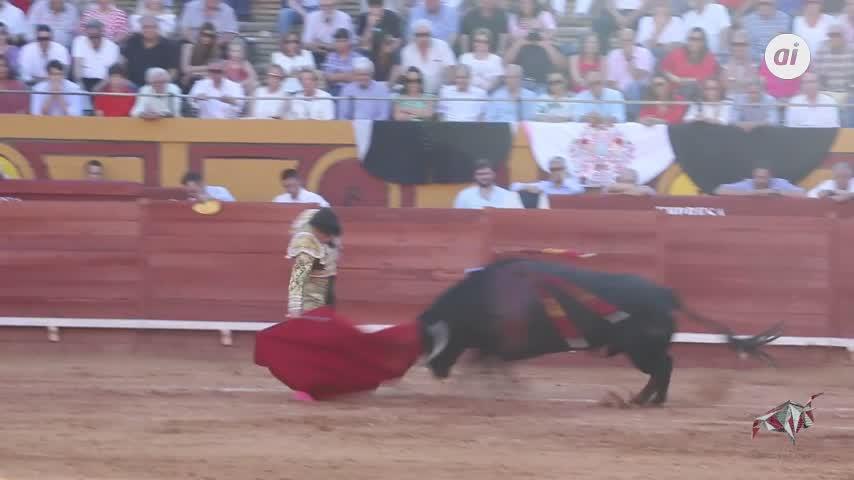 Marín y Galdós cortan una oreja en la primera de Algeciras