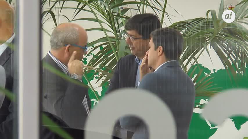 Marín visita Carbures y critica la caída de inversiones de la Junta