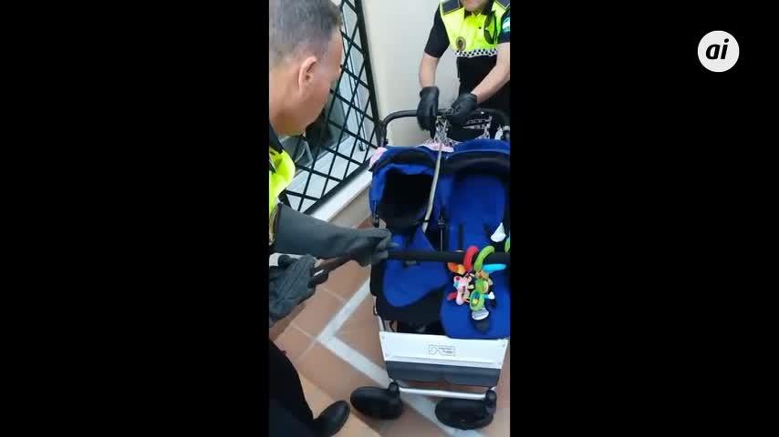 Encuentran una culebra de 1,20 metros oculta en el carrito de un bebé
