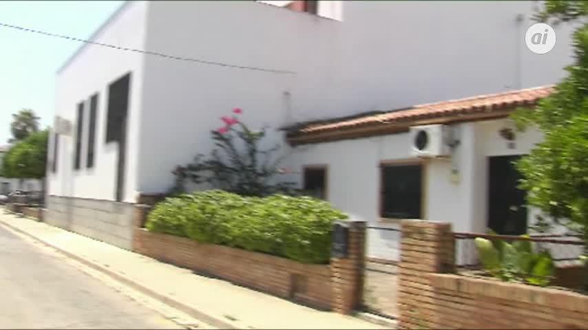 Pilas y Arahal se concentran en repulsa por muerte de vecinos en Pau
