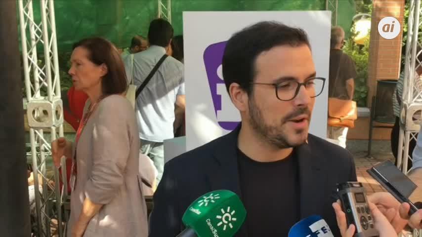 """Garzón (IU) pide al PSOE que no """"proteja a la monarquía corrupta"""""""