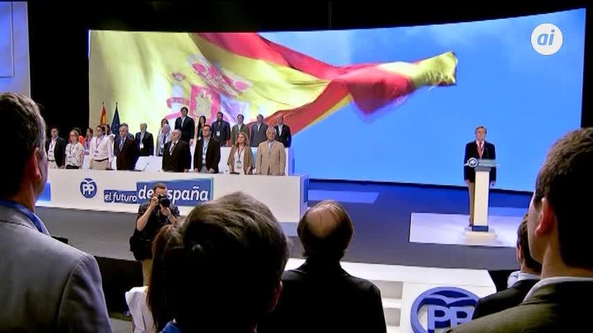 El Congreso arranca con el himno y el saludo entre los candidatos