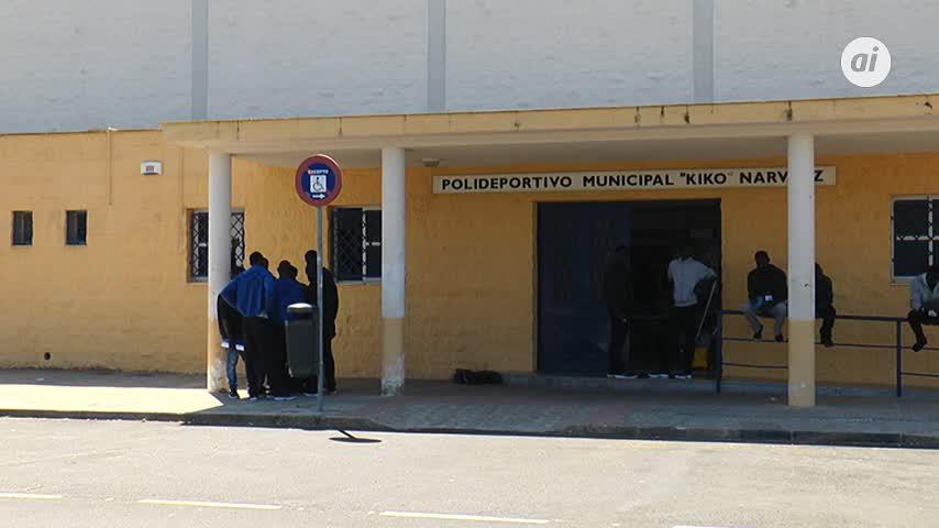 Cruz Roja alberga en Jerez a unos 240 migrantes en el 'Kiko Narváez'