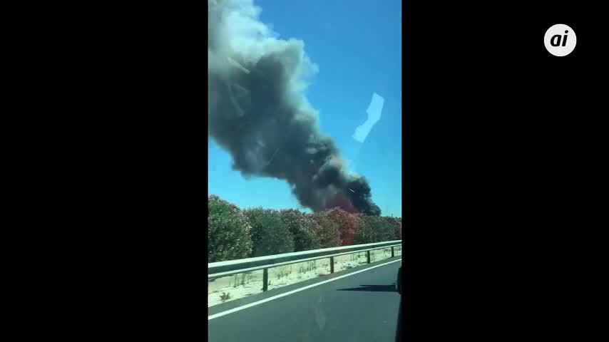 Registrado un incendio en chatarrería en la SE-3206 en Dos Hermanas