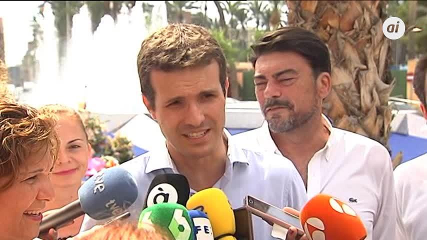 """Casado rechaza por """"respeto"""" hablar del fichaje de la mujer de Sánchez"""