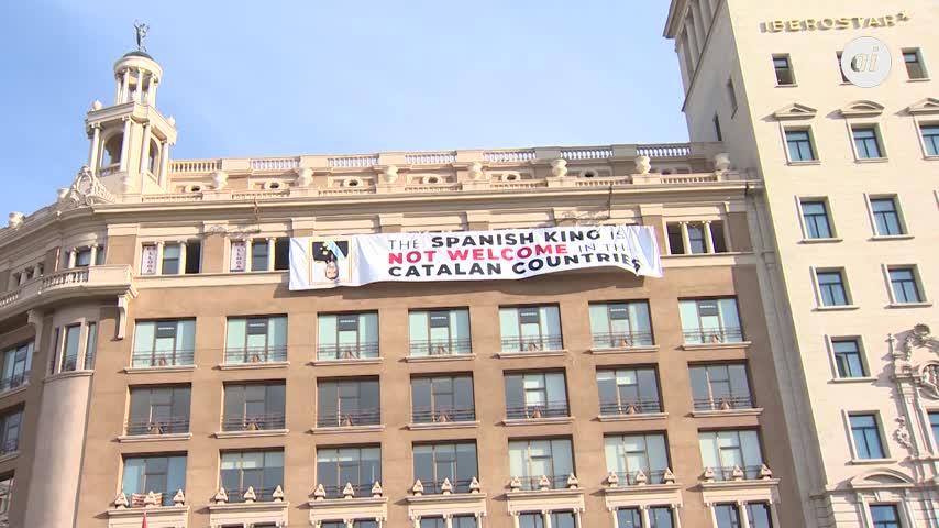 """Despliegan pancarta: """"El Rey no es bienvenido en los países catalanes"""""""