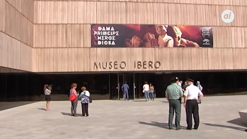 """Carmen Calvo destaca """"la singularidad"""" del Museo Íbero"""