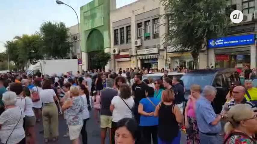 Mil vecinos de Pino Montano protestan para exigir más seguridad