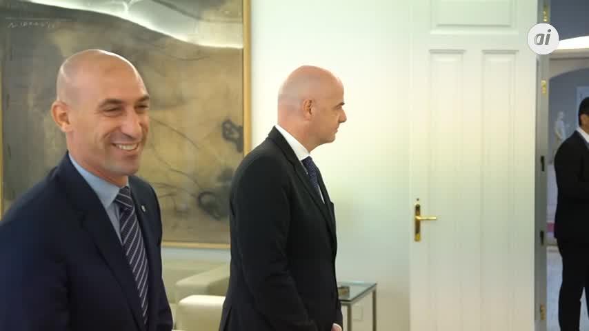 Sánchez se reúne con los presidentes de la RFEF y de la FIFA
