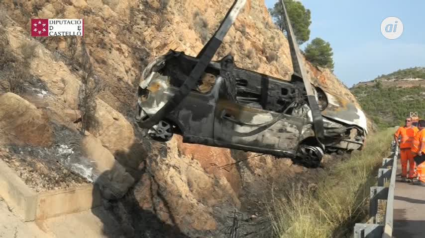 Fallecen dos personas tras volcar un turismo e incendiarse en la AP-7