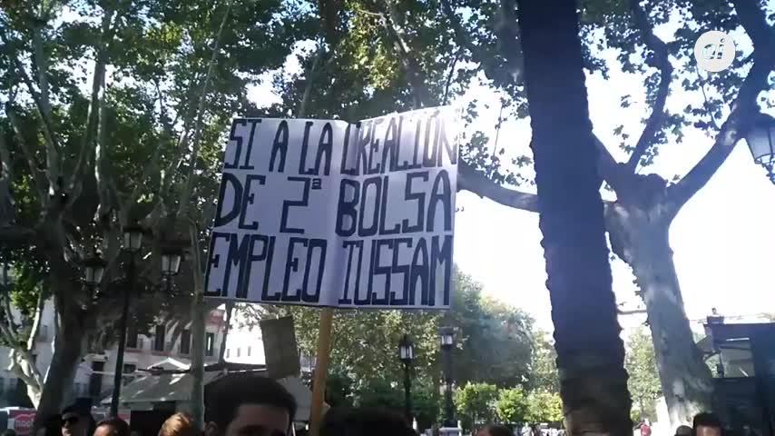 Los opositores protestan para que amplíen la bolsa de empleo de Tussam
