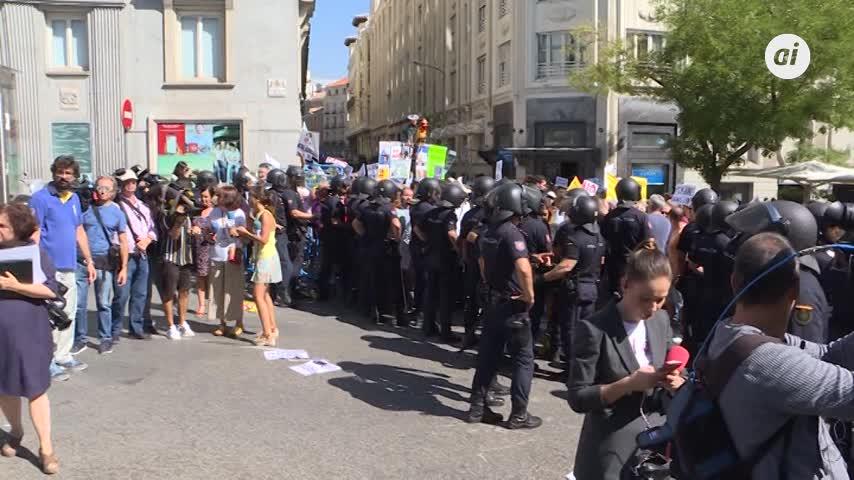 Tensión entre Policía y pensionistas por no llegar al Congreso