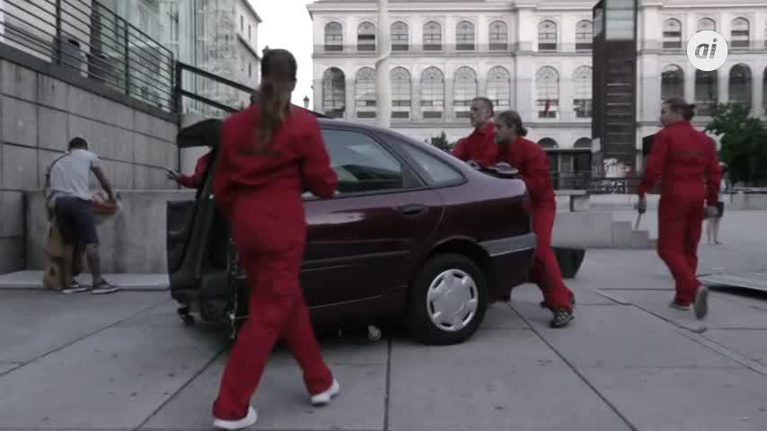 "Greenpeace ""estrella"" un coche en el Reina Sofía"