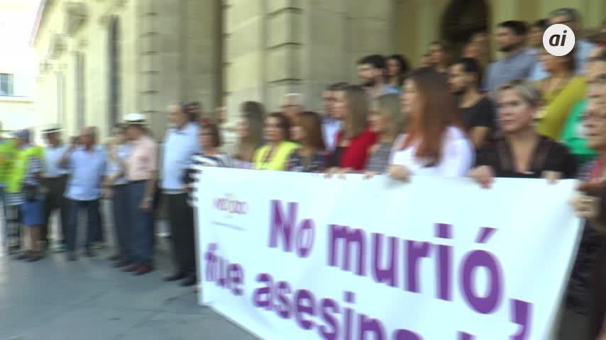 Minuto de silencio en Sevilla por la mujer asesinada en Úbeda