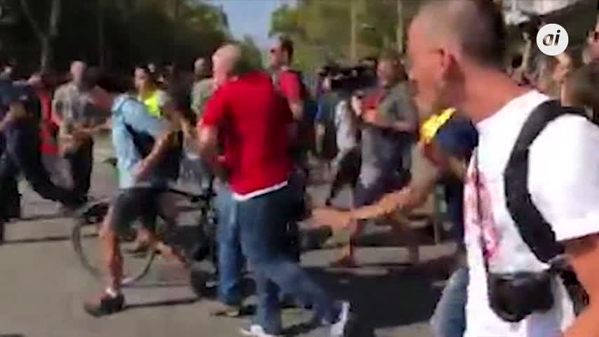 24 heridos en las manifestaciones independentista y de policía