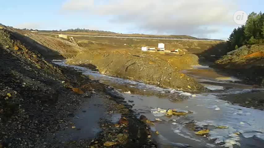 Denuncian el vertido de agua contaminada desde el vertedero de Nerva