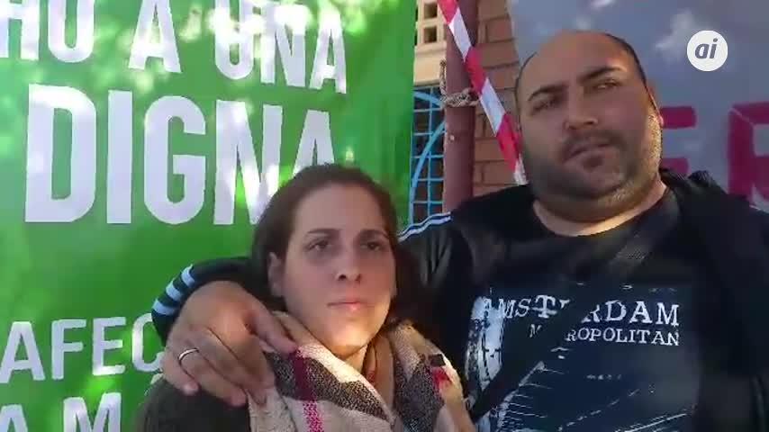 La pareja en huelga de hambre en Málaga ha encontrado una vivienda