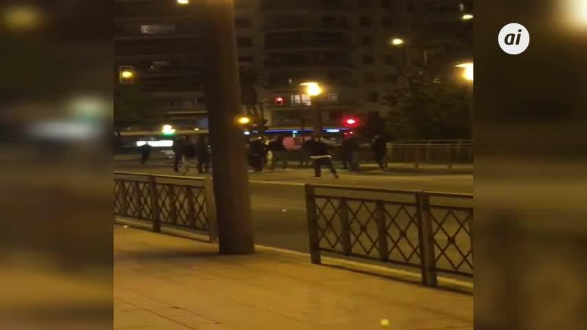 Ultras del Milan provocan el caos en el centro de Sevilla