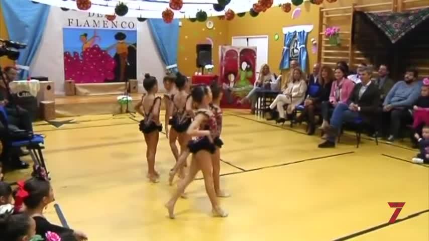 El arte flamenco se cuela en las aulas del colegio Casal Carrillo
