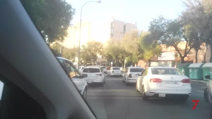 El taxi vuelve a colapsar los accesos a Sicab